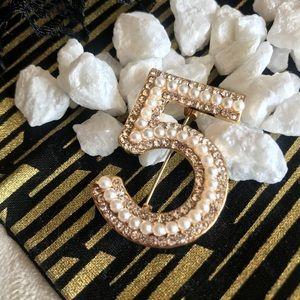 ✨New! Pearl and Crystal Brooch Pin